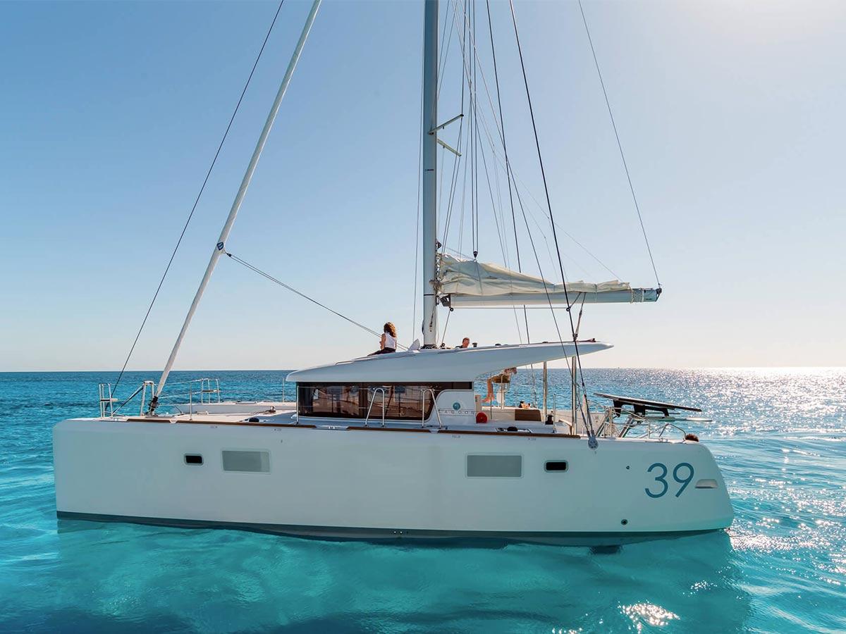 luxusná jachta na mori